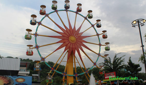 Ferries wheel Taman di Krisna Funtastic Land