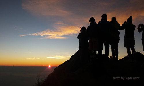 Pemandangan sunrise dari Gunung Agung