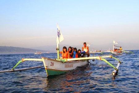 Perahu untuk nonton Lumba-lumba Lovina