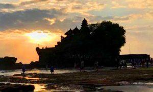 Sunset di objek wisata Tanah Lot
