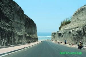 Akses jalan ke Pantai Pandawa