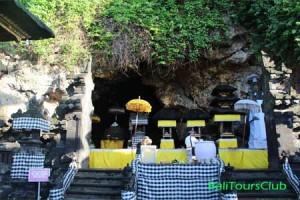 Gua kelelawar di pura Goa Lawah