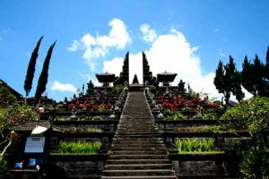 Objek wisata Pura Besakih