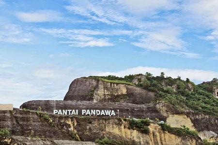 Tebing bukit pantai Pandawa