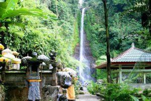 Objek wisata air terjun Gitgit