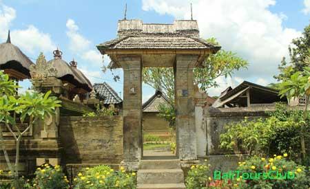 Angkul-angkul rumah di desa Penglipuran