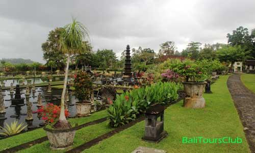 Taman air Tirta Gangga