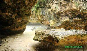 Objek wisata pantai Suluban