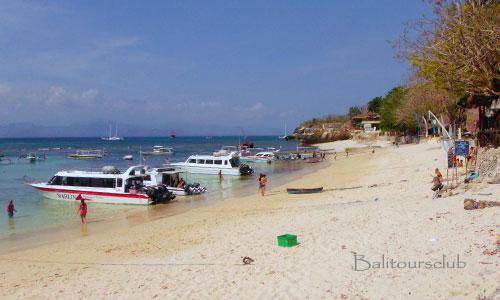 Objek wisata pantai Mushroom Bay Nusa Lembongan