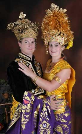 Photo pakaian adat Bali pasangan