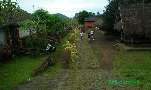 Jalan desa di Tenganan