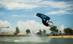 Atraksi wake boarding di Bali Wake Park