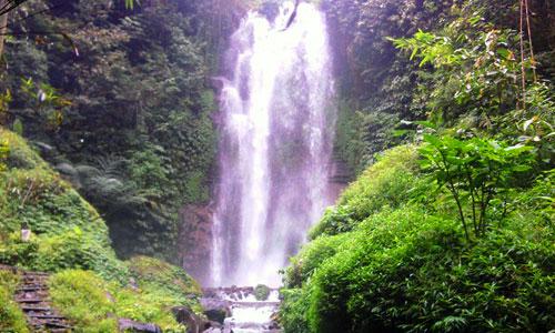 Objek wisata air terjun Munduk di Buleleng