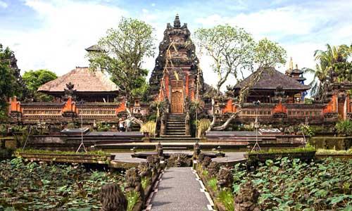 Keelokan pura Taman Saraswati Ubud