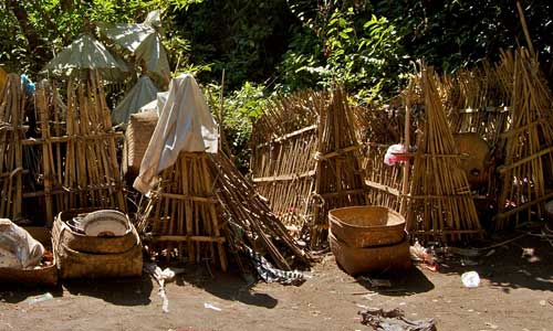 Pemakaman di desa Bali Aga Trunyan