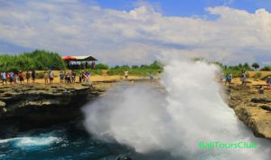Objek wisata Devil's Tears Nusa Lembongan