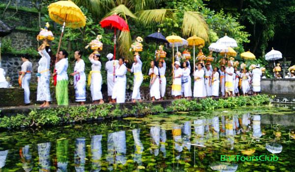 Upacara Melasti di Bali