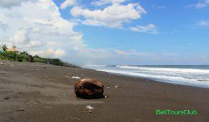 Pantai Purnama di Sukawati Bali