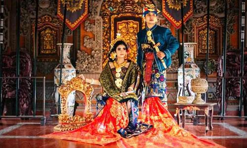 Foto Prewedding di rumah adat tradisional Bali