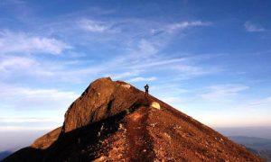 Mendaki Puncak Gunung Agung