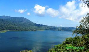 Pemandangan danau Buyan dari Puncak Wanagiri