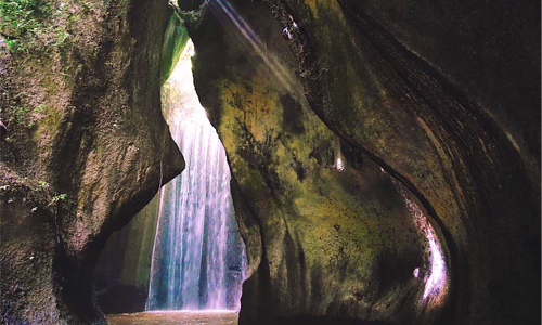 Objek wisata Air Terjun Tukad Cepung Bangli