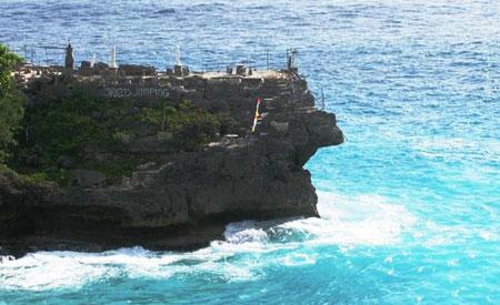 Cliff Jump point Nusa Ceningan