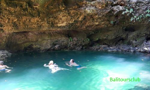 Kolam alami di mata air Tembeling Nusa Penida