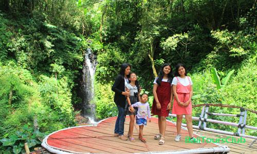 Objek wisata air terjun Cinta di Wanagiri