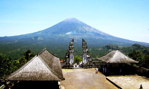 Pemandangan Gunung Agung dari Pura Penataran Lempuyang