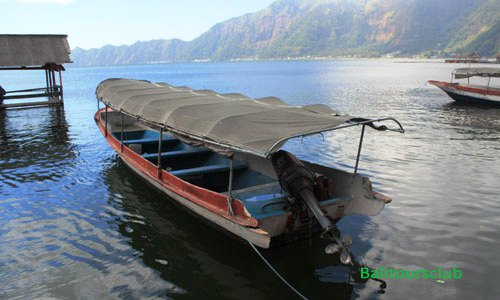 Sewa Perahu ke pemakaman desa Trunyan