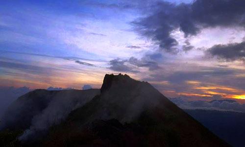 Mendaki dan menikmati sunrise dari Gunung Batur