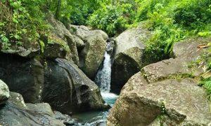 Air Terjun Batu Belah di Dewasana