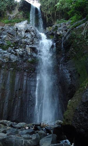 Air terjun bertingkat di Silangjana
