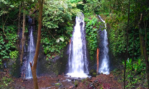 Air terjun Two atau Twin waterfall di Banyu Wana Amerta Wanagiri Buleleng