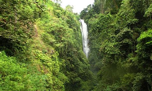 Air terjun di desa Silangjana