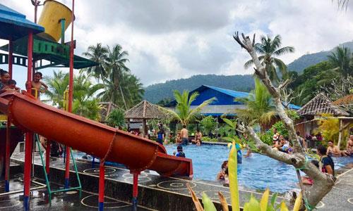 Kolam renang di Alamandaoe Pool Silangjana