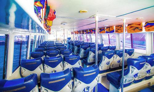 Kursi penumpang di kabin speed boat
