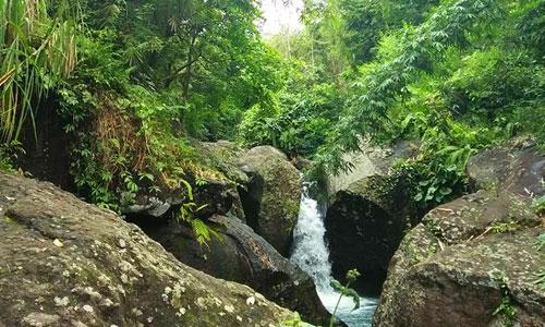 Objek wisata alam Cegur di Dewasana