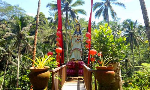 Patung Dewi Kwam Im di Alas Harum Agro Tourism