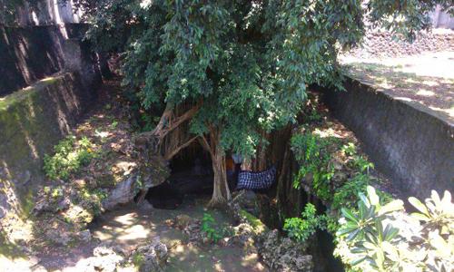 Pintu masuk pura Goa Peteng Alam Jimbaran