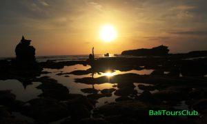 Sunset di pantai Melasti Tanah Lot