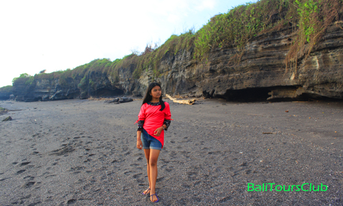 Tebing karang di pantai Melasti Tabanan
