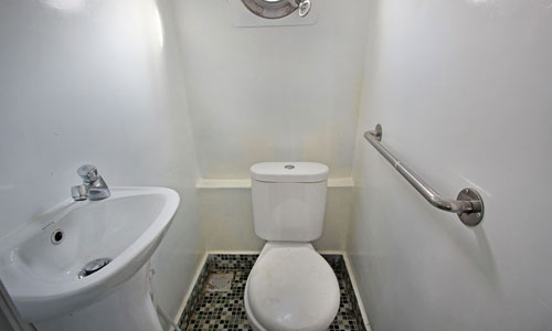 Toilet di fast boat Eka Jaya
