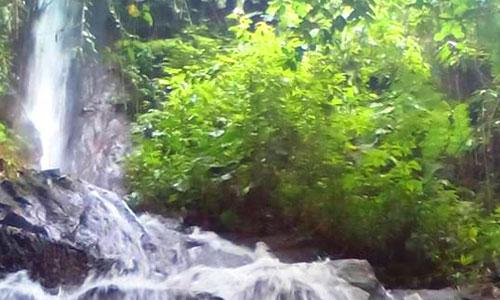 Air Terjun Giri Campuhan di Tembuku Bangli