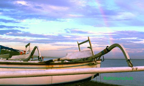Pelangi di objek wisata pantai Jemeluk