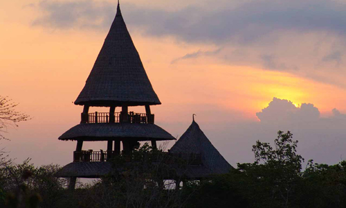 Pemandangan sunset di Bali Tower Bistro