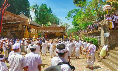 Pura Samuan Tiga tempat Tradisi Siat Sampian
