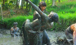 Tradisi Mepantigan Batubulan di Bali