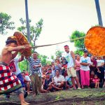 Tradisi Gebug Ende di Gerokgak Buleleng